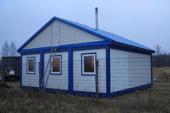 Модульный дом из блок-контейнеров с двухскатной кровлей