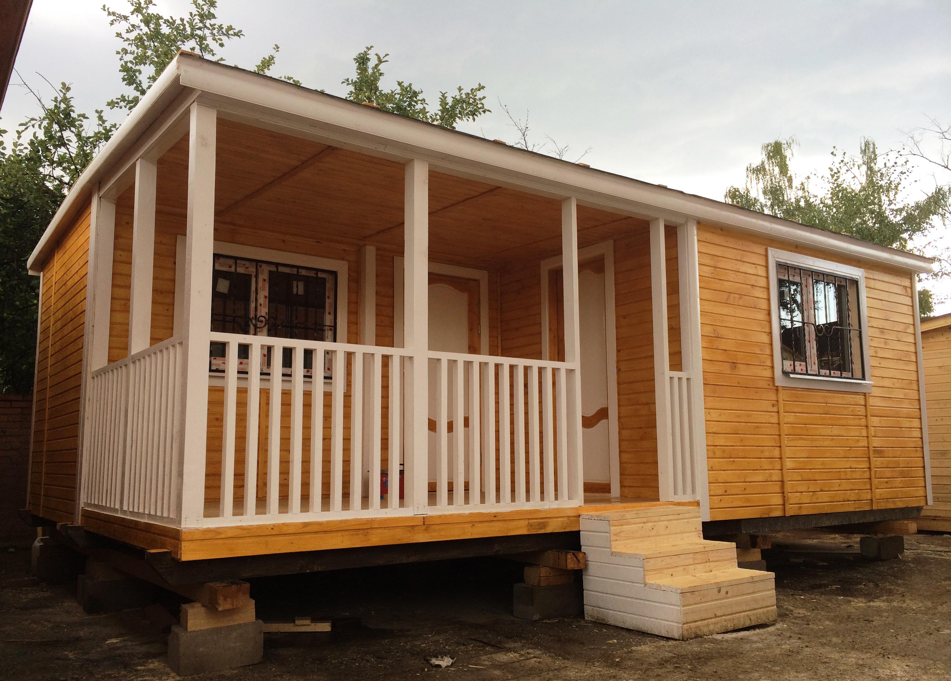 Дачный домик с террасой и хозблоком 6x4,6 м «СТЕЛЛА»